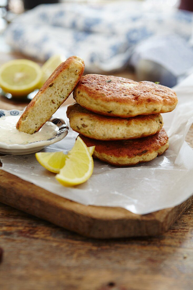 Chicken burgers with tarragon sauce