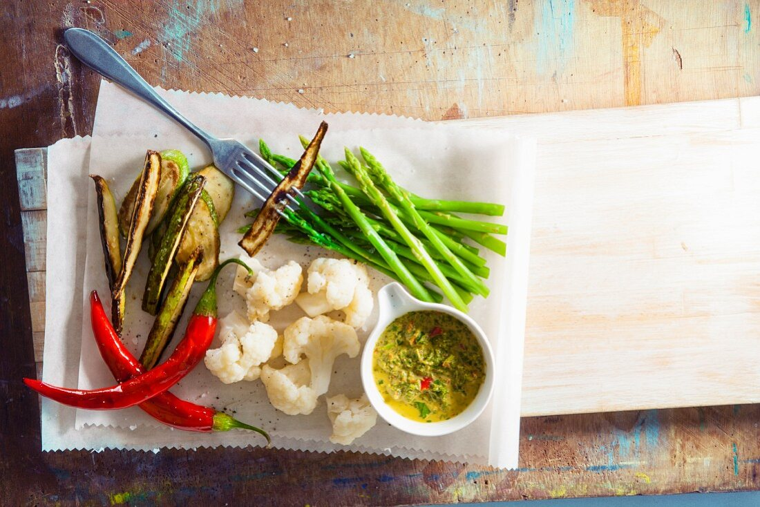 Steamed vegetables with curry dip (Asia)