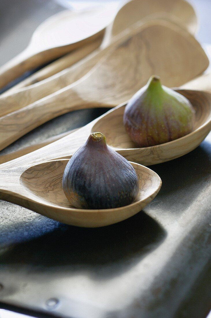 Fresh figs on wooden spoons