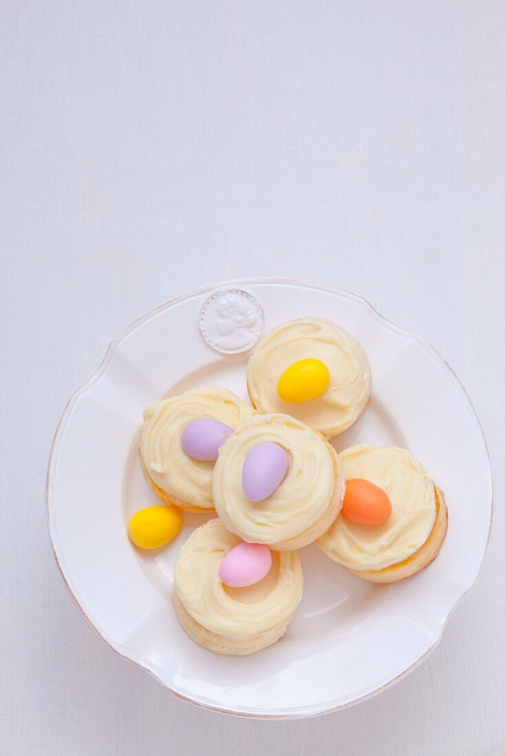 Mini cheesecakes with vanilla cream and marzipan eggs