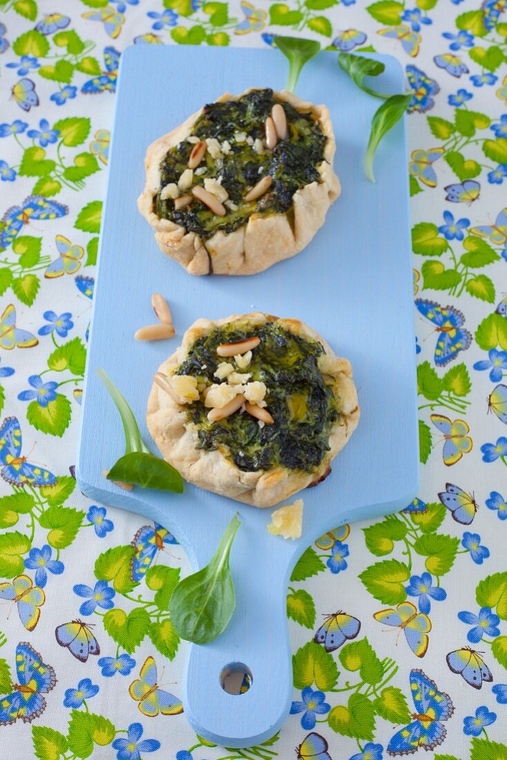 Mini tarts filled with spinach, pine nuts and parmesan