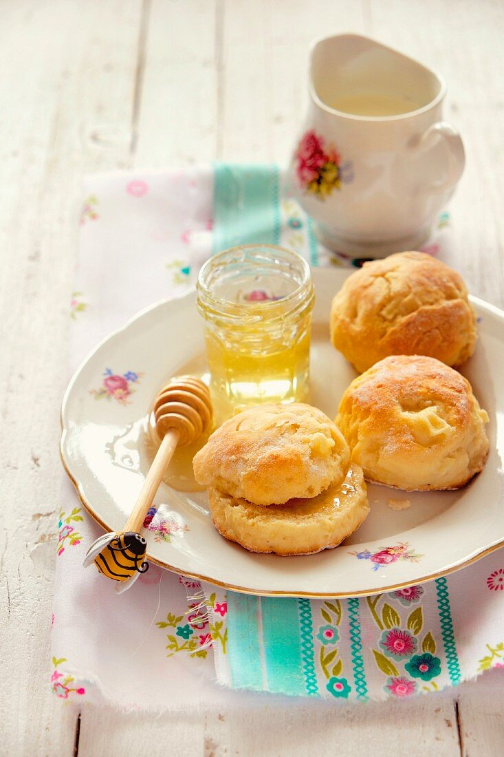 Scones with honey