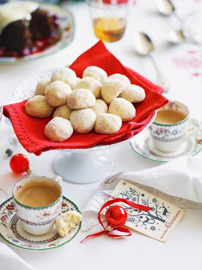 Shortbread-almond balls