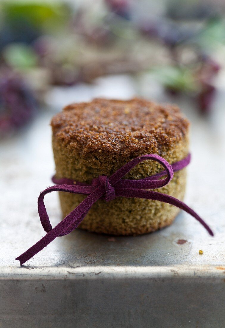 A green tea muffin with aronia jam as a little Christmas present