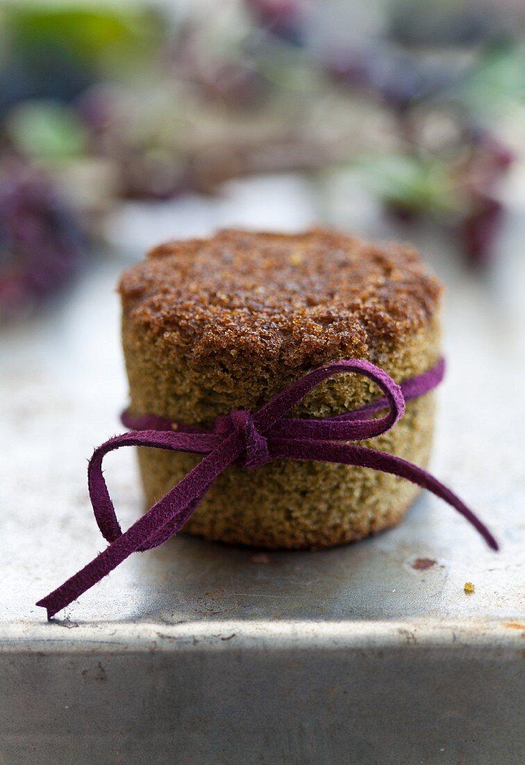 Grüner Tee-Muffin mit Aroniamarmelade als kleines Weihnachtsgeschenk