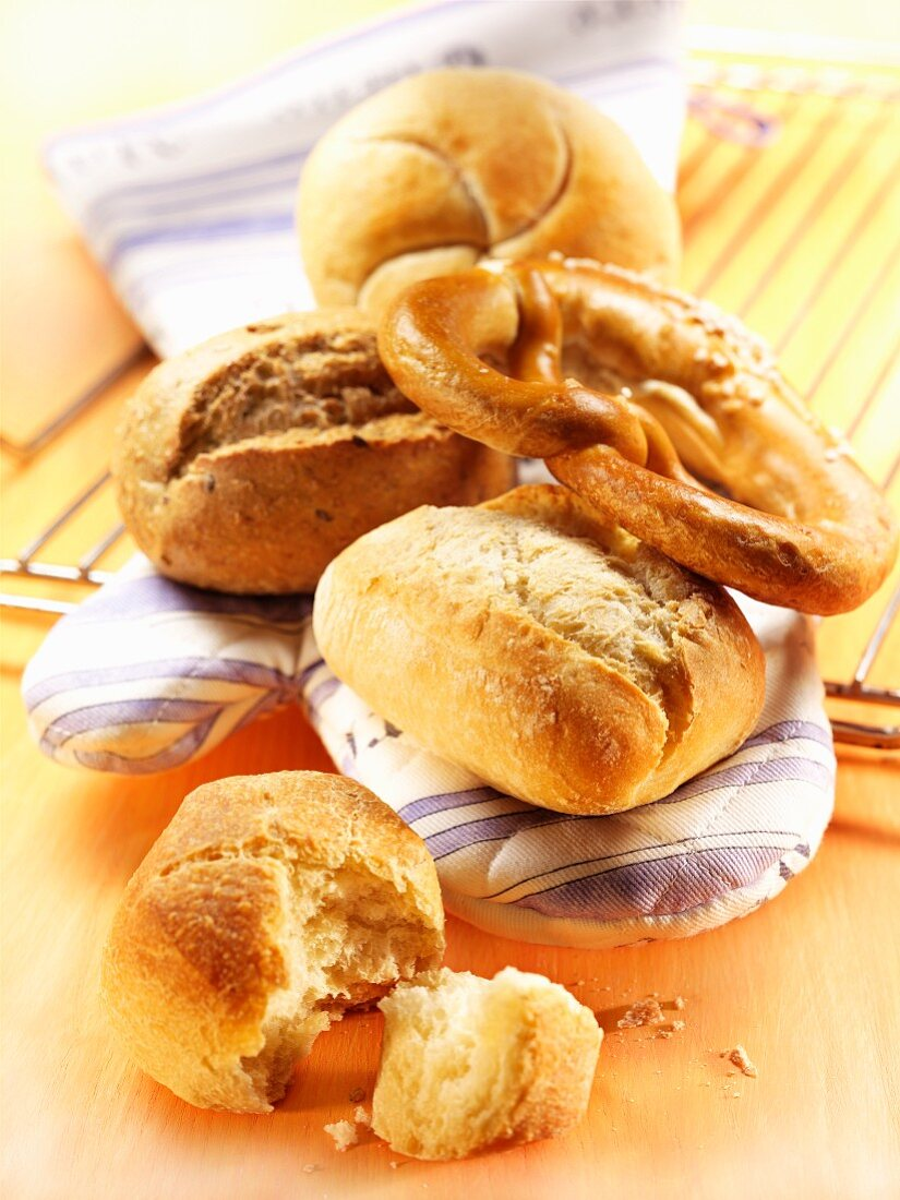 Freshly baked bread rolls and pretzels