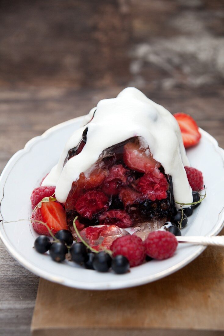 Champagne-berry jelly with creme fraiche