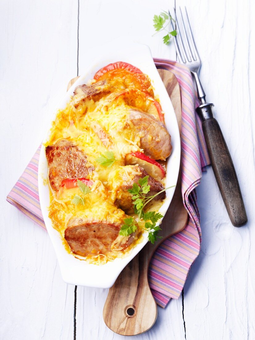 Pork fillet au gratin with apples and cheese