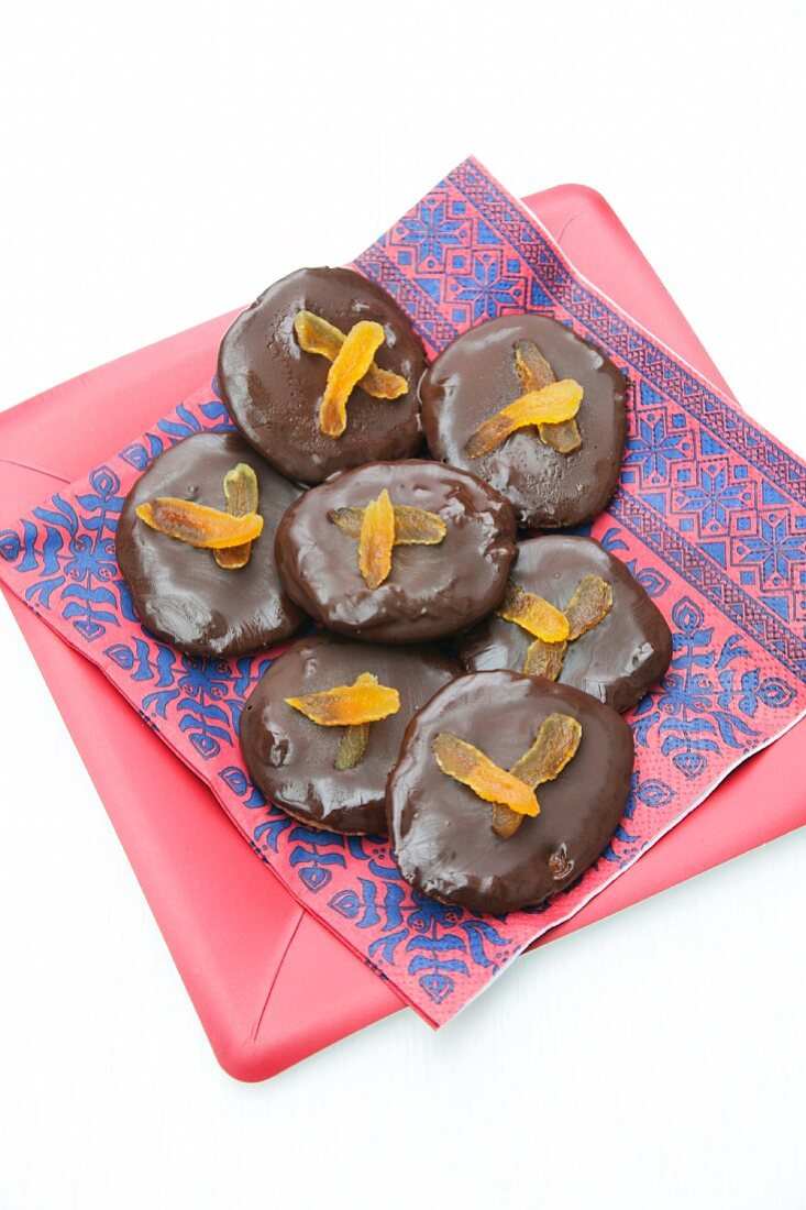 Chocolate apricot 'taler' (cookies)