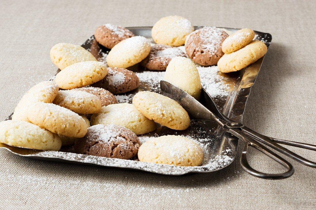 Lard biscuits with icing sugar