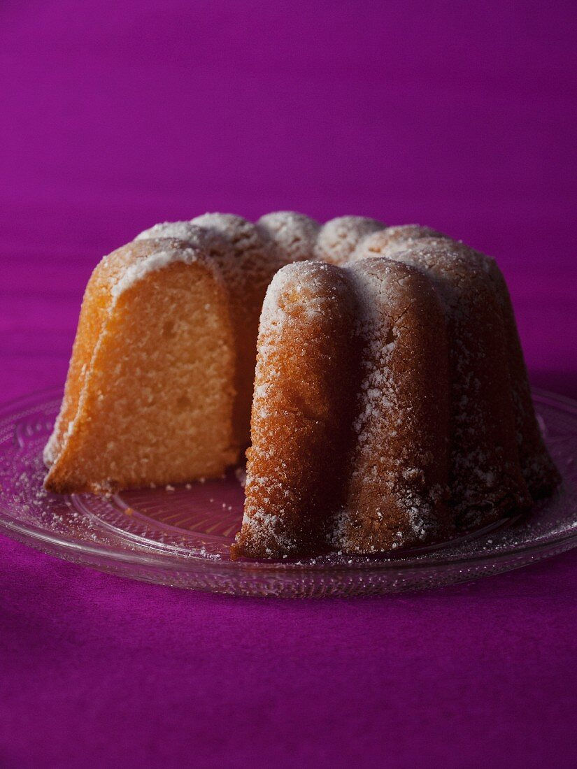 Ring-shaped chiffon cake (light sponge cake)