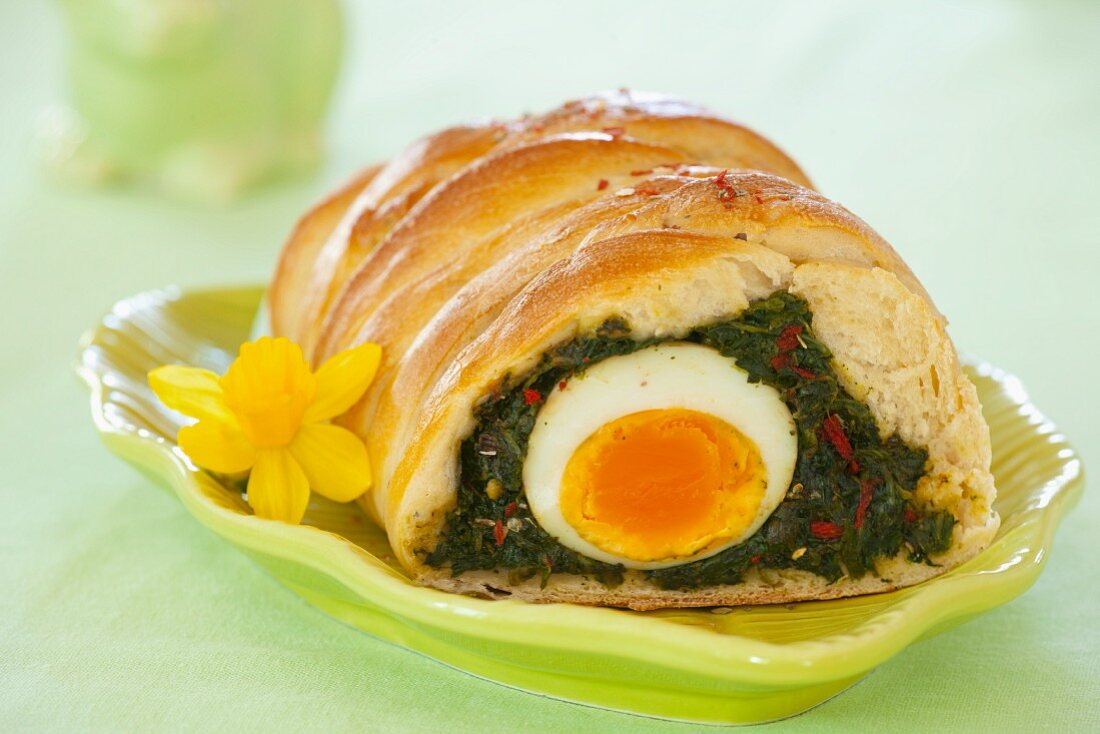 Kulebjak (pasty made with leavened dough, filled with spinach, peppers and a hard-boiled egg, Poland)