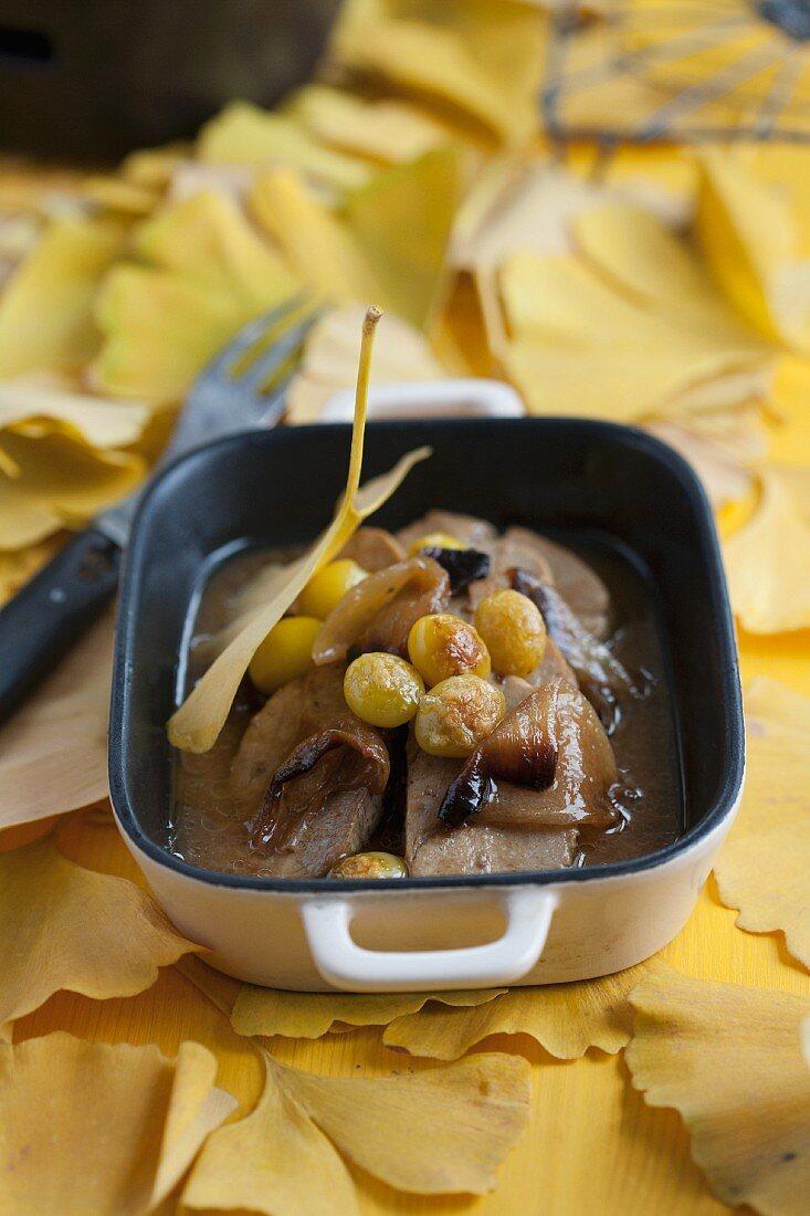 Roast pork with gingko nuts
