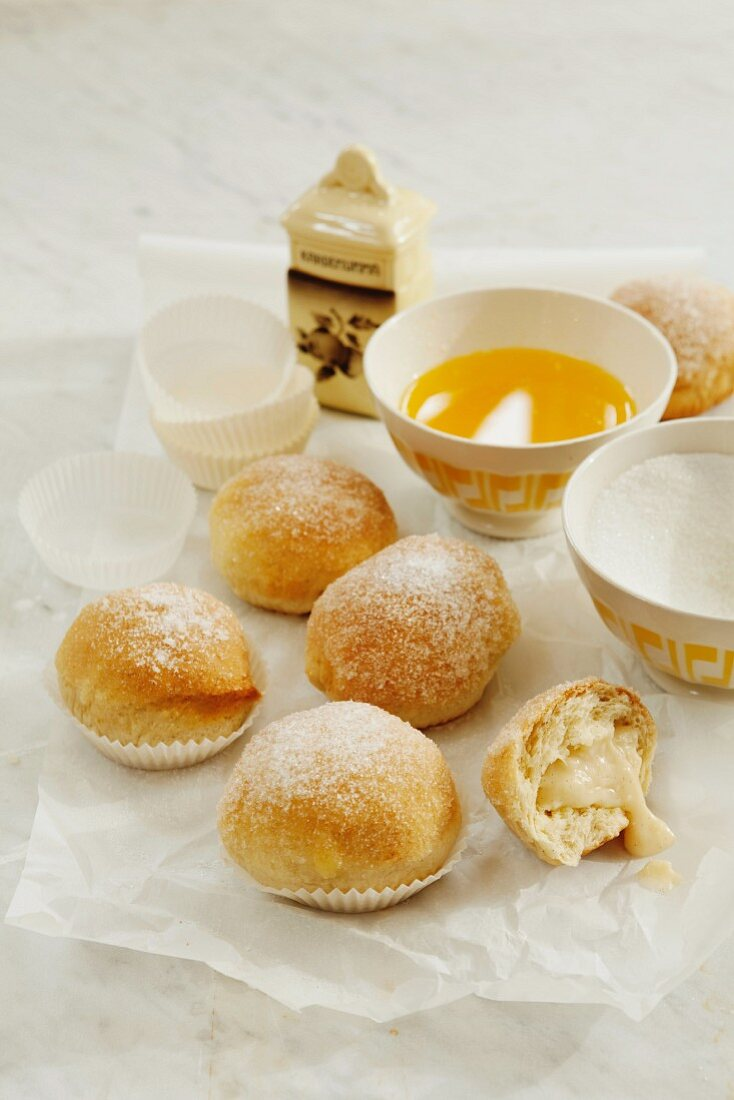 Sweet rolls filled with vanilla pudding