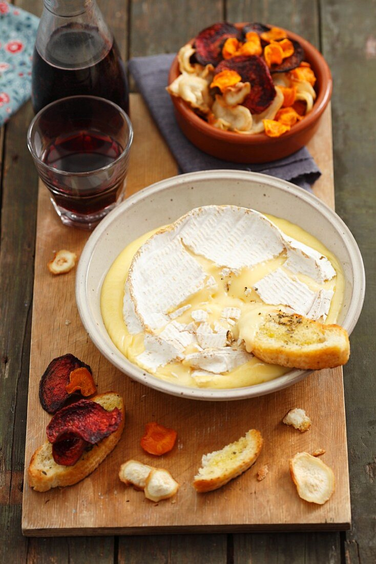 Baked Coulommiers cheese with vegetable batons (carrot, parsnip, beetroot) and toasted slices of baguette