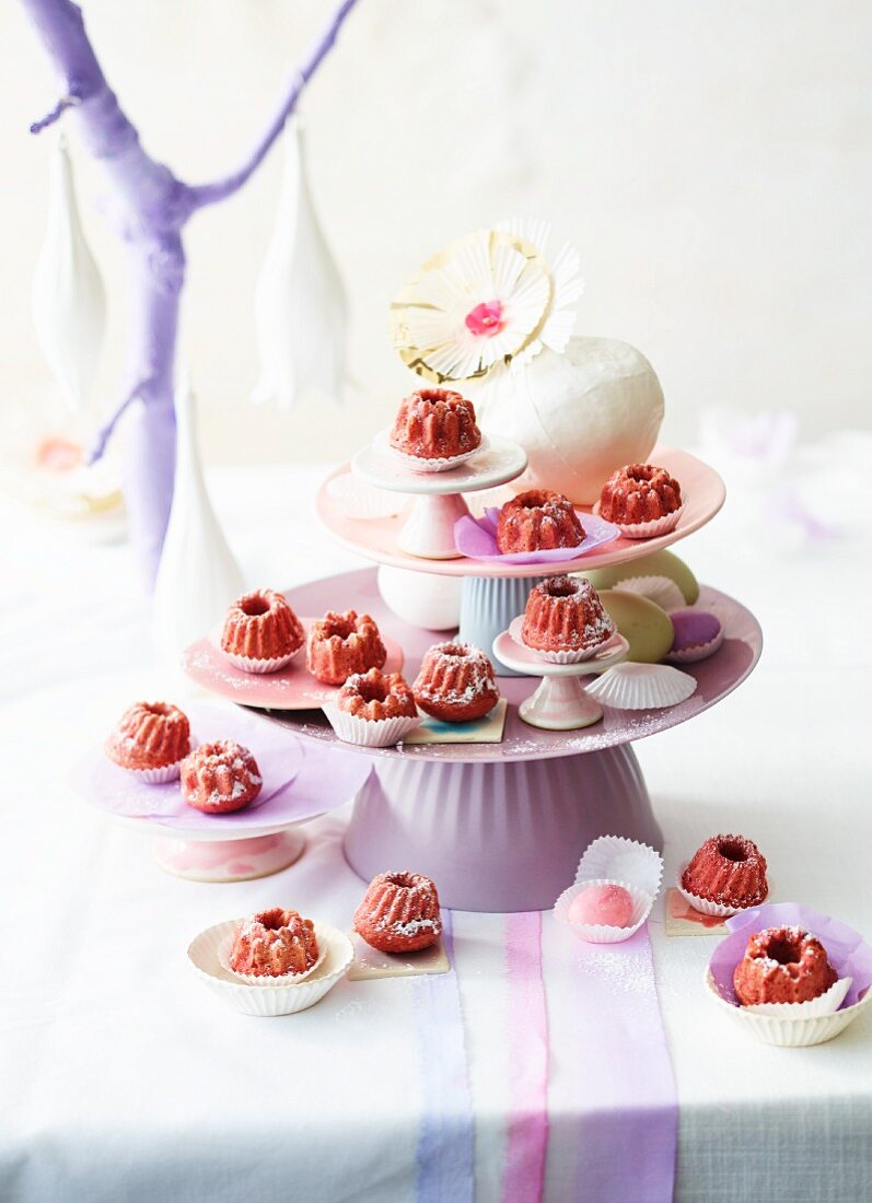 Mini raspberry Bundt cakes