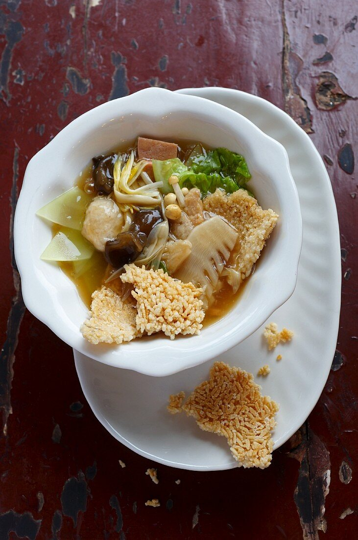 Crispy rice with vegetarian sausage, dumplings, mushrooms, bamboo and vegetables