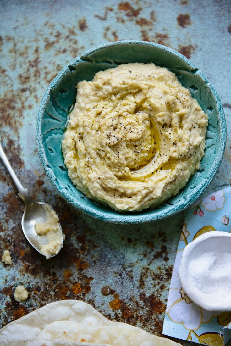 Houmous in a blue bowl
