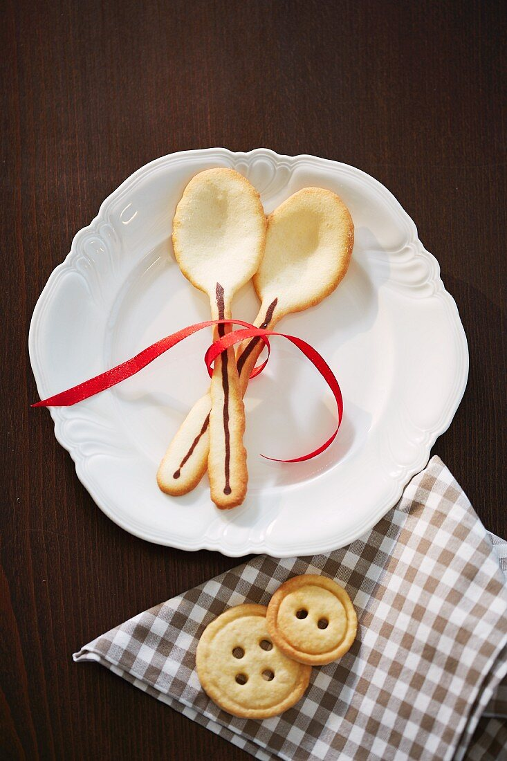 Wafer spoons and button biscuits