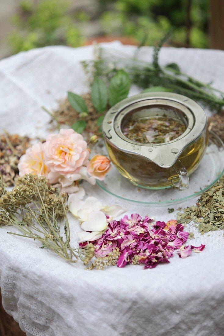Aromatised women's tea in a tea strainer