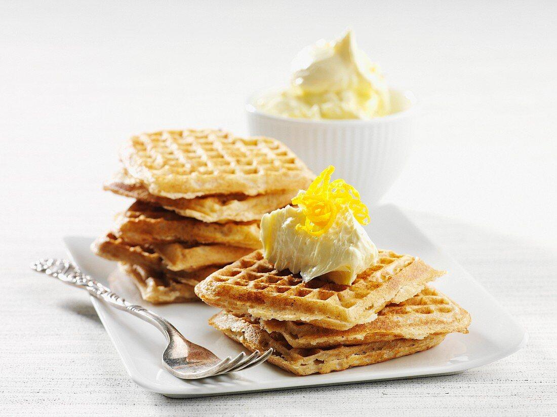 Cinnamon waffles with lemon cream