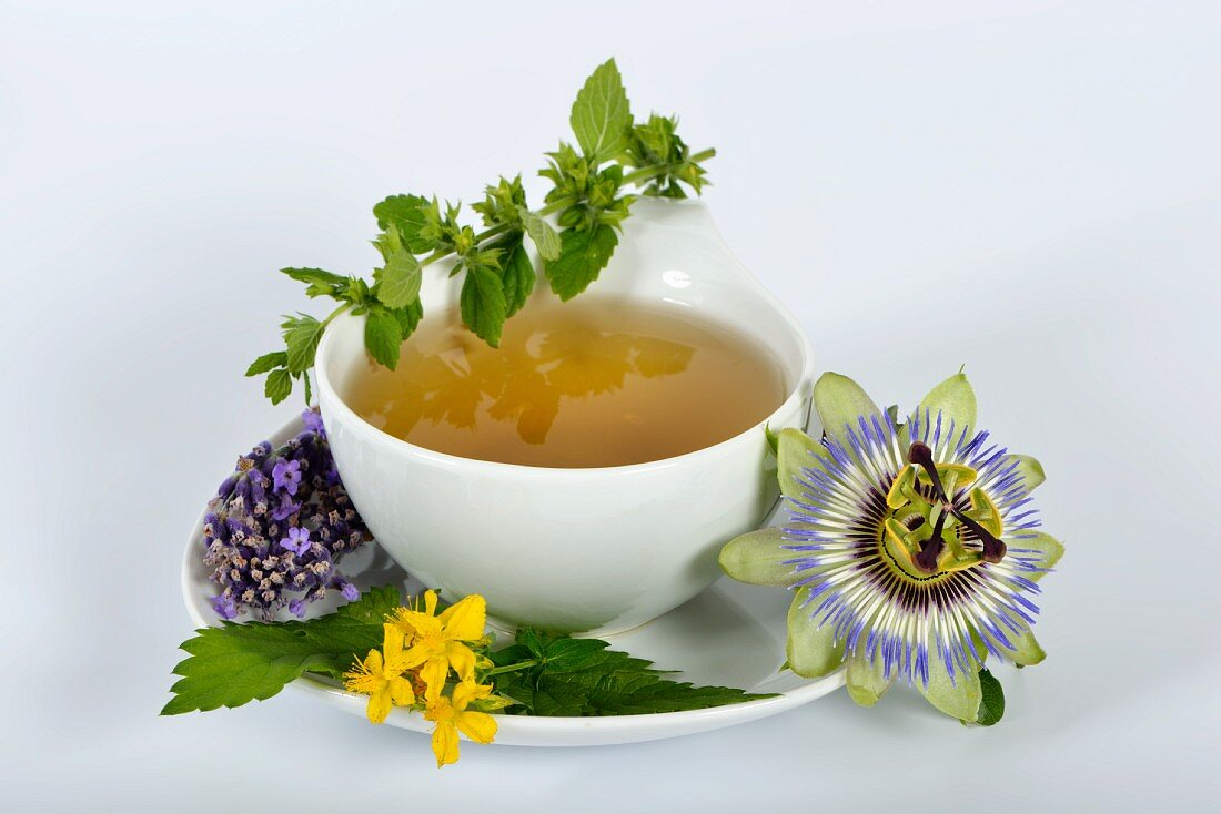 Herbal tea and ingredients (lemon balm, passion flower, St. John's wort, hops, lavender and orange flowers)