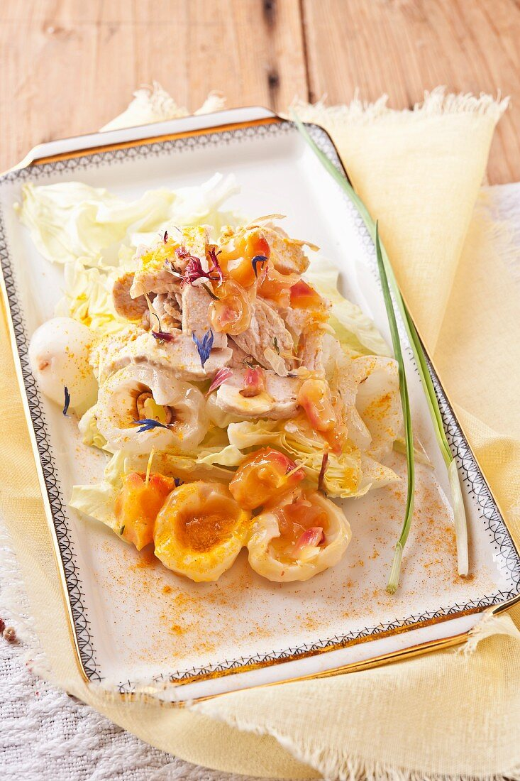 Salad with strips of chicken breast and lychee curry chutney