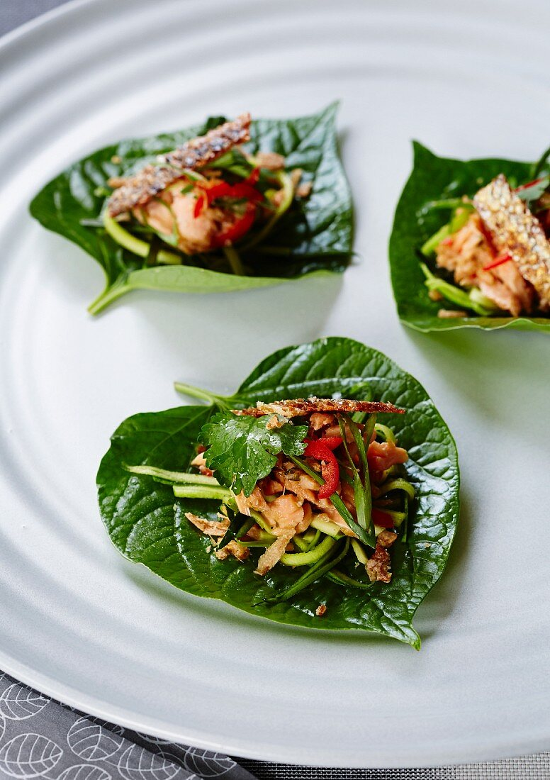 Smoked trout with chillies on betel leaves (Asia)