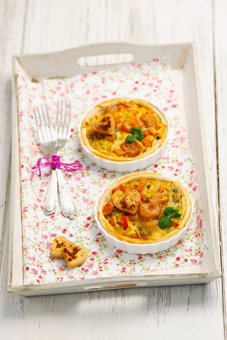 Mini quiches with curried prawns