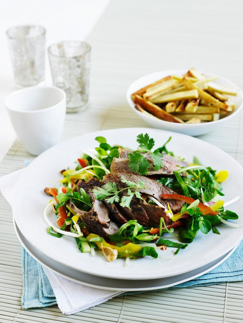 Beef salad with vegetables, coriander leaves and yam chips (Asian)