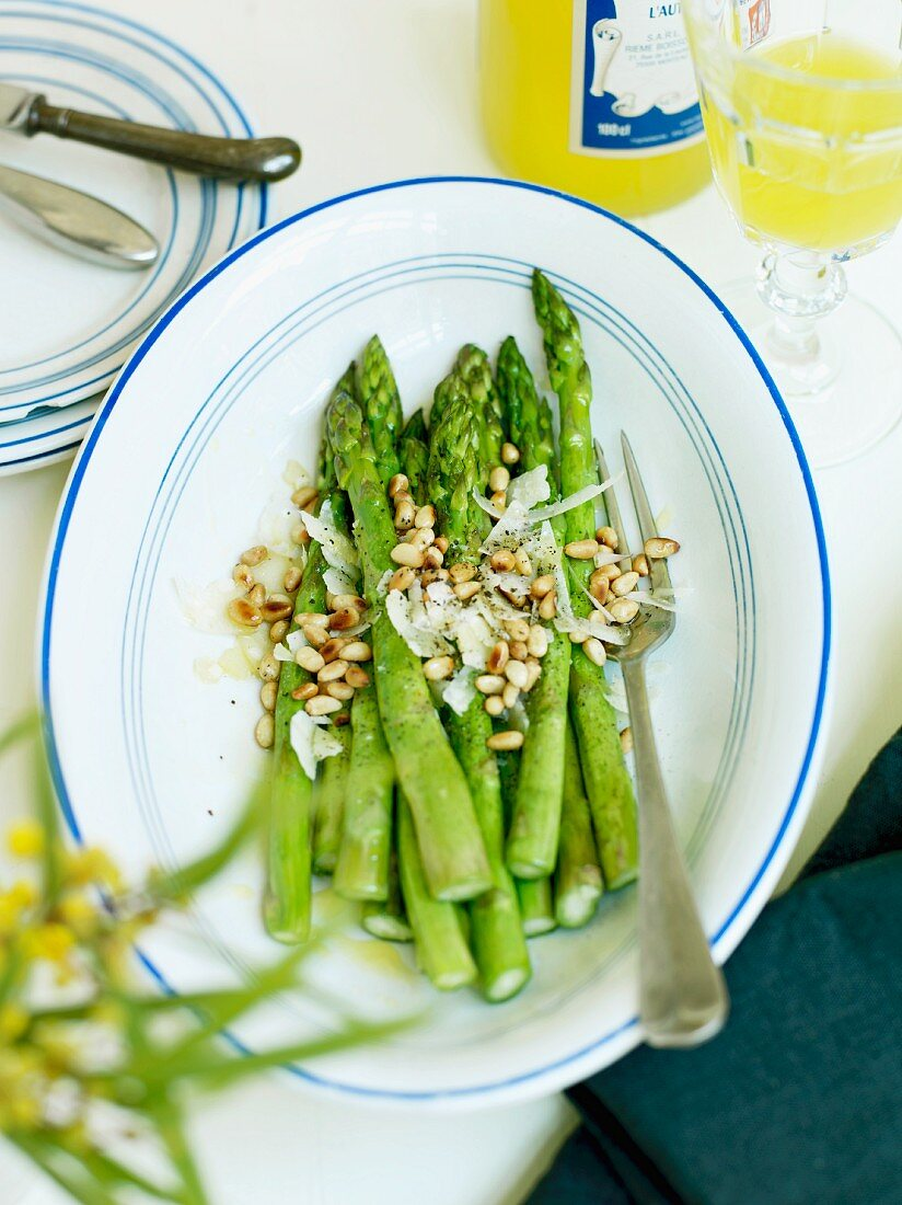 Green asparagus with parmesan and pine nuts
