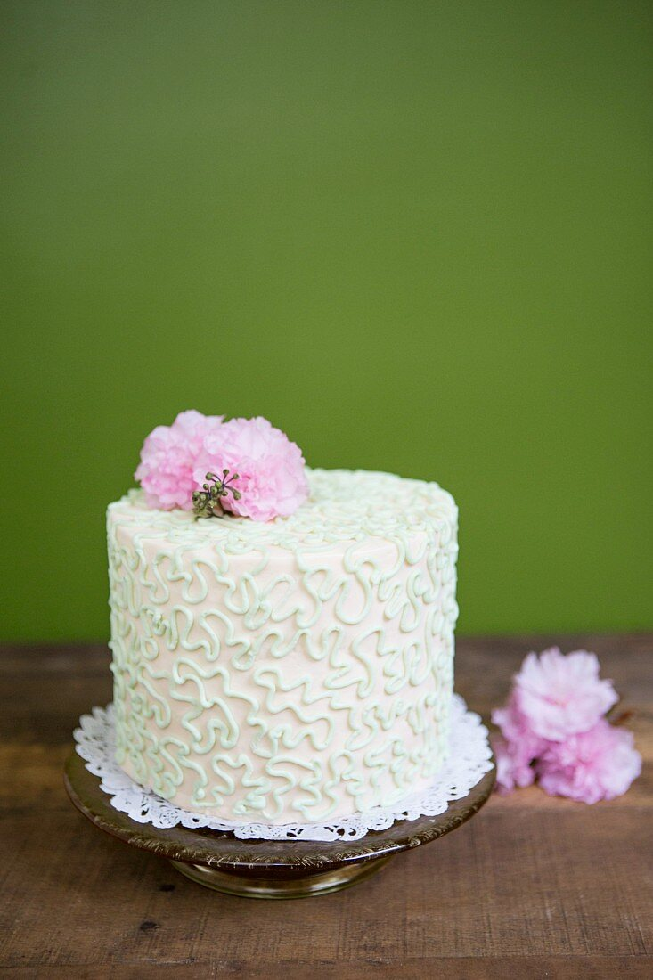 An elegant cake with spring flowers
