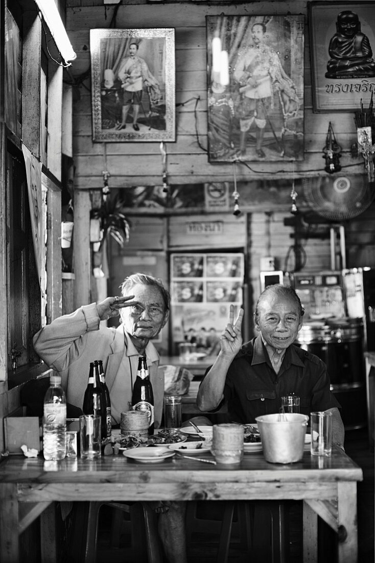 Gäste in einem thailändischen Restaurant