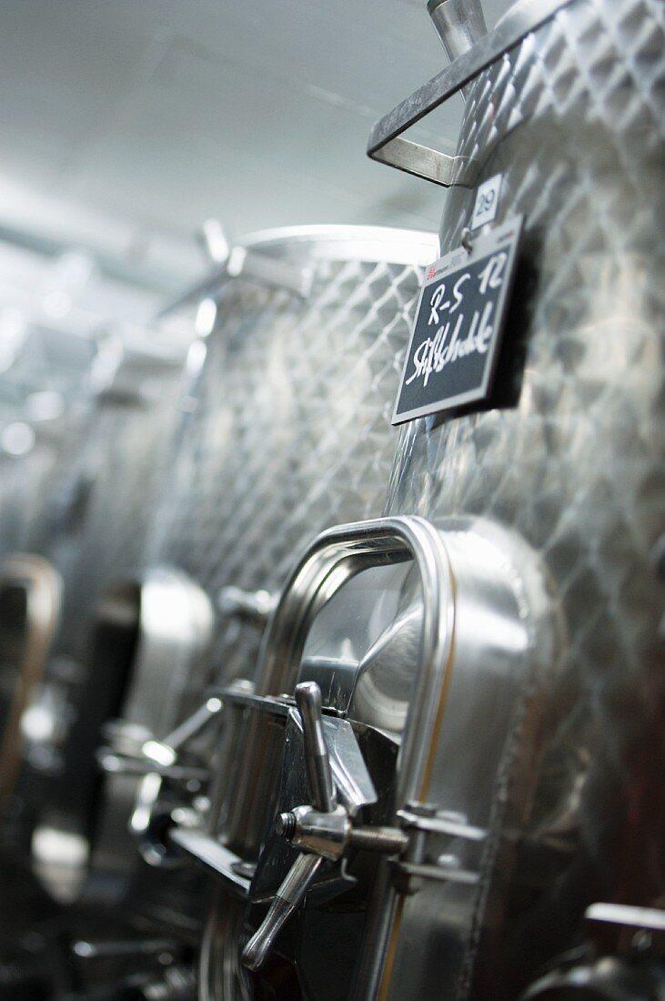 Innoxtanks aus Edelstahl im Weinkeller, Fricktal, Aargau
