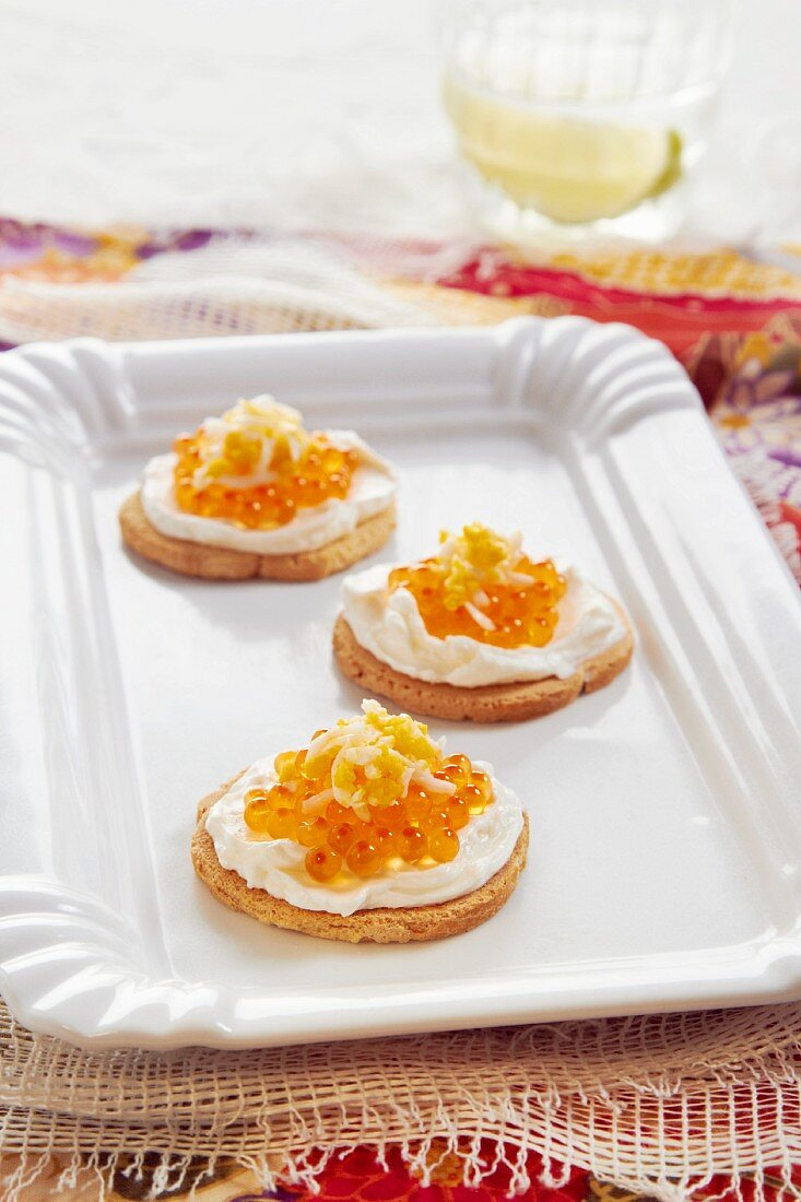 Canapés with cream cheese and caviar