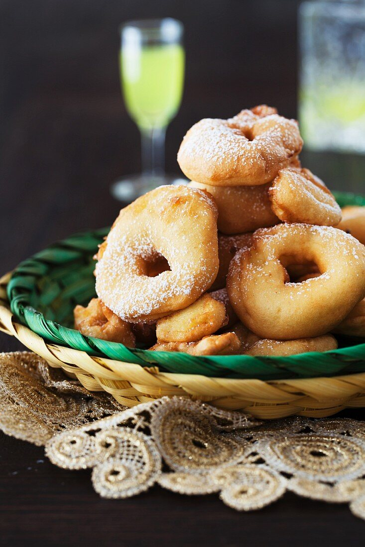 Apple fritters with Limonchello (Italian carnival pastries)