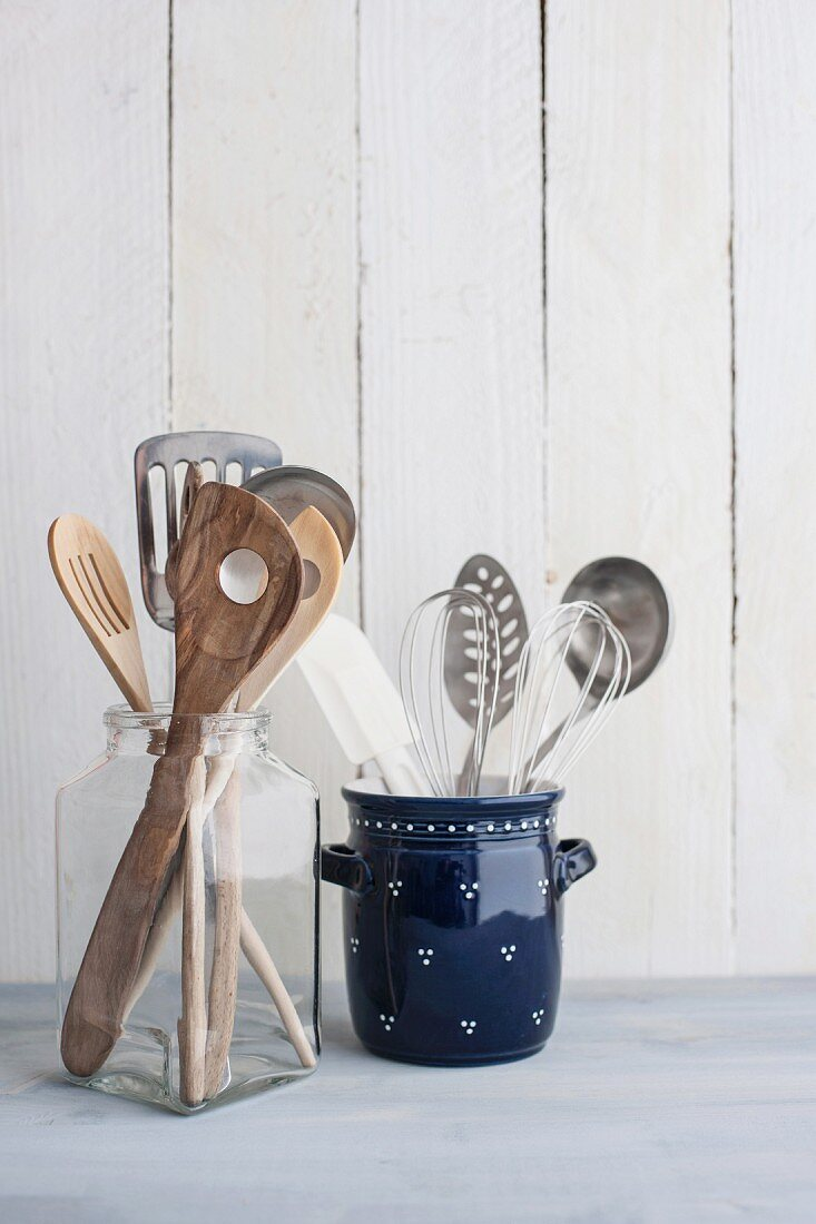 Spatulas, soup ladles and kitchen utensils for stirring