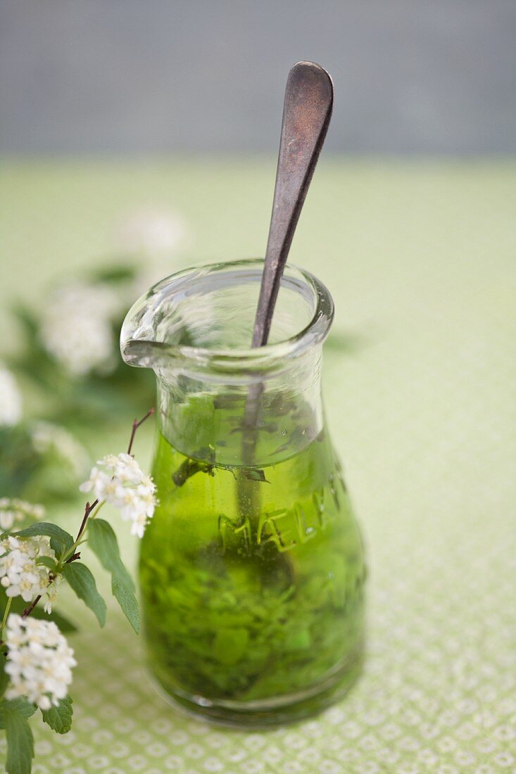 Salad dressing with pesto