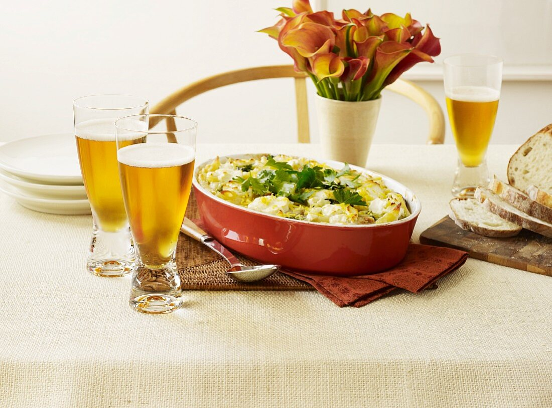 Pasta bake with goat's cheese and lemon