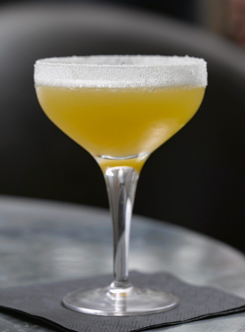 A cocktail made with whiskey and apple juice