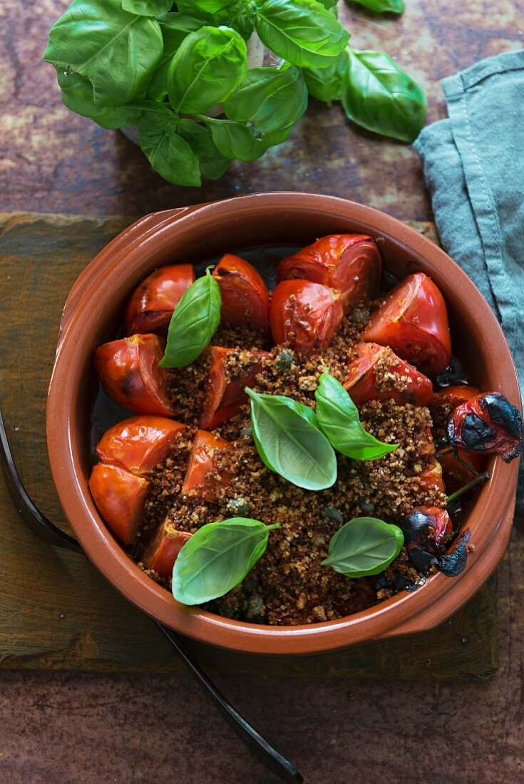 Gratinated tomatoes with anchovies and breadcrumbs