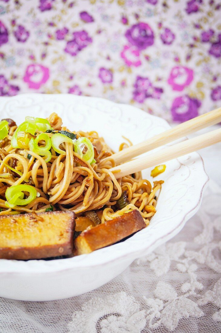 Ramen noodles with smoked tofu and spring onions (Asia)