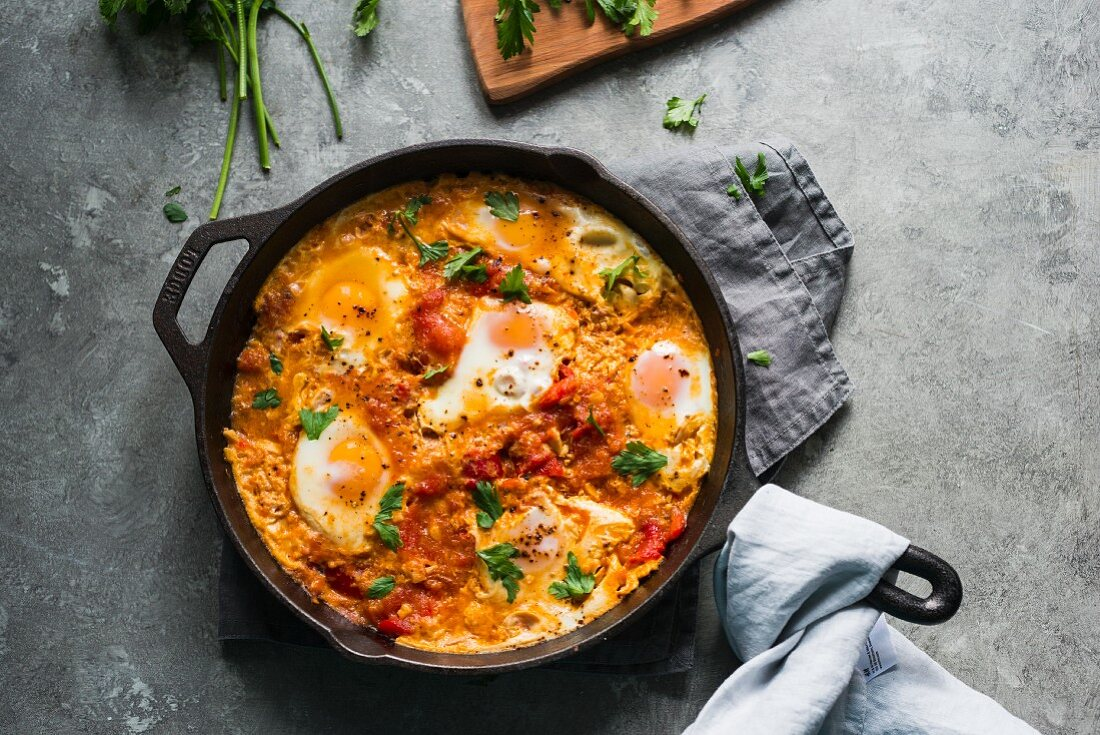 Shakshouka (pochierte Eier in Tomatensauce)