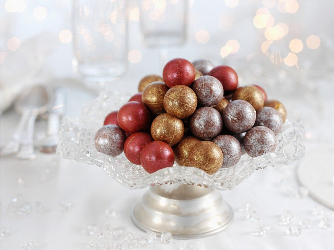 Glazed chocolate balls