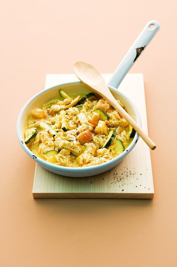 Fried rice with turkey breast, exotic fruit and courgette