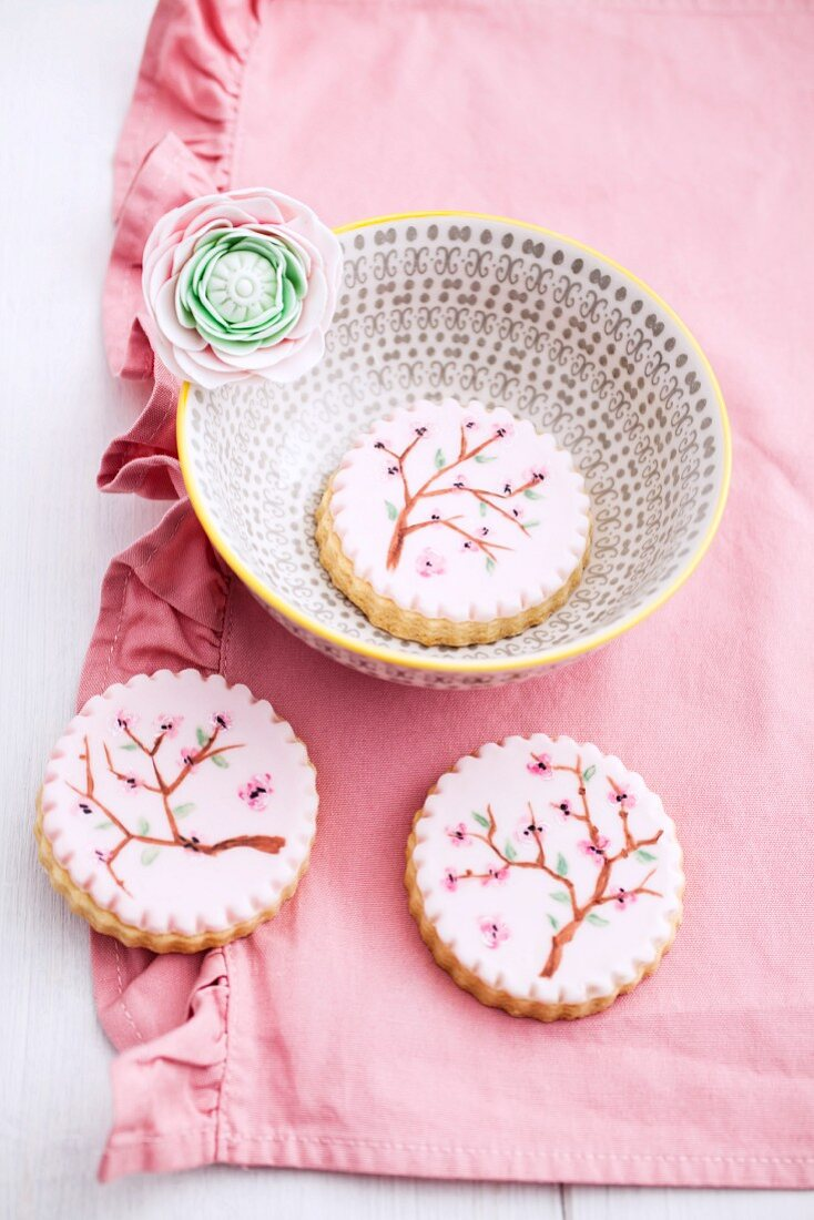 Biscuits decorated with icing sugar