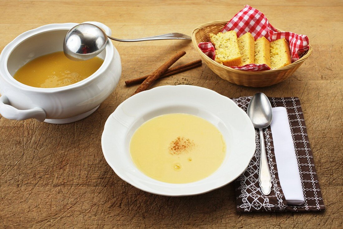 Wine soup with anise bread for a fast