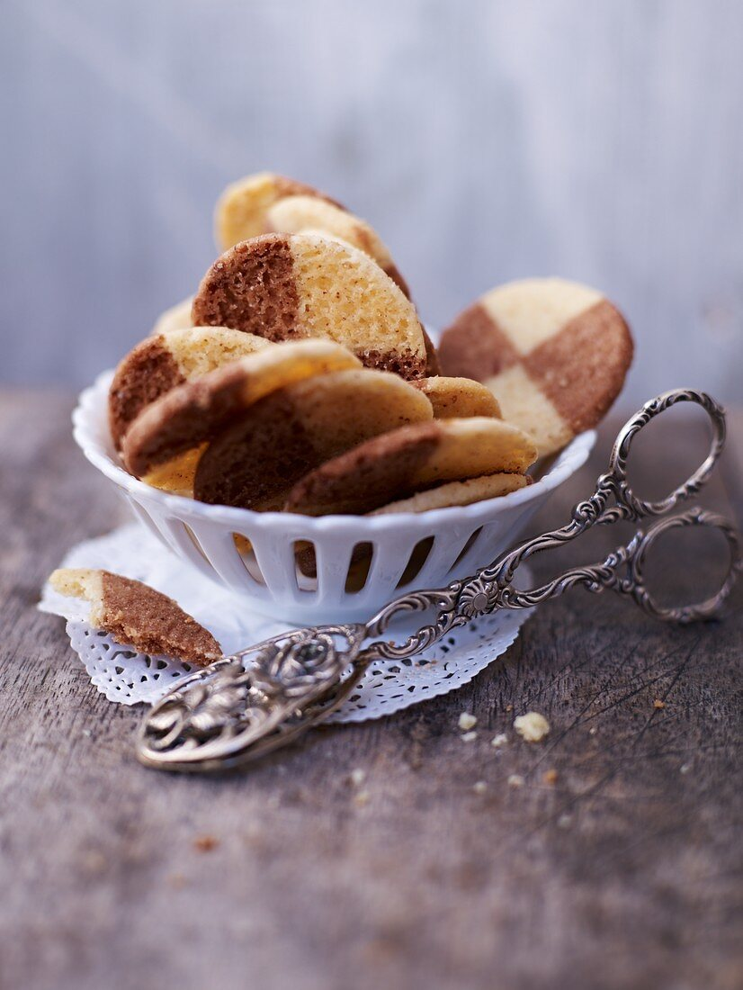 Black-and-white Heidesand (German shortbread)