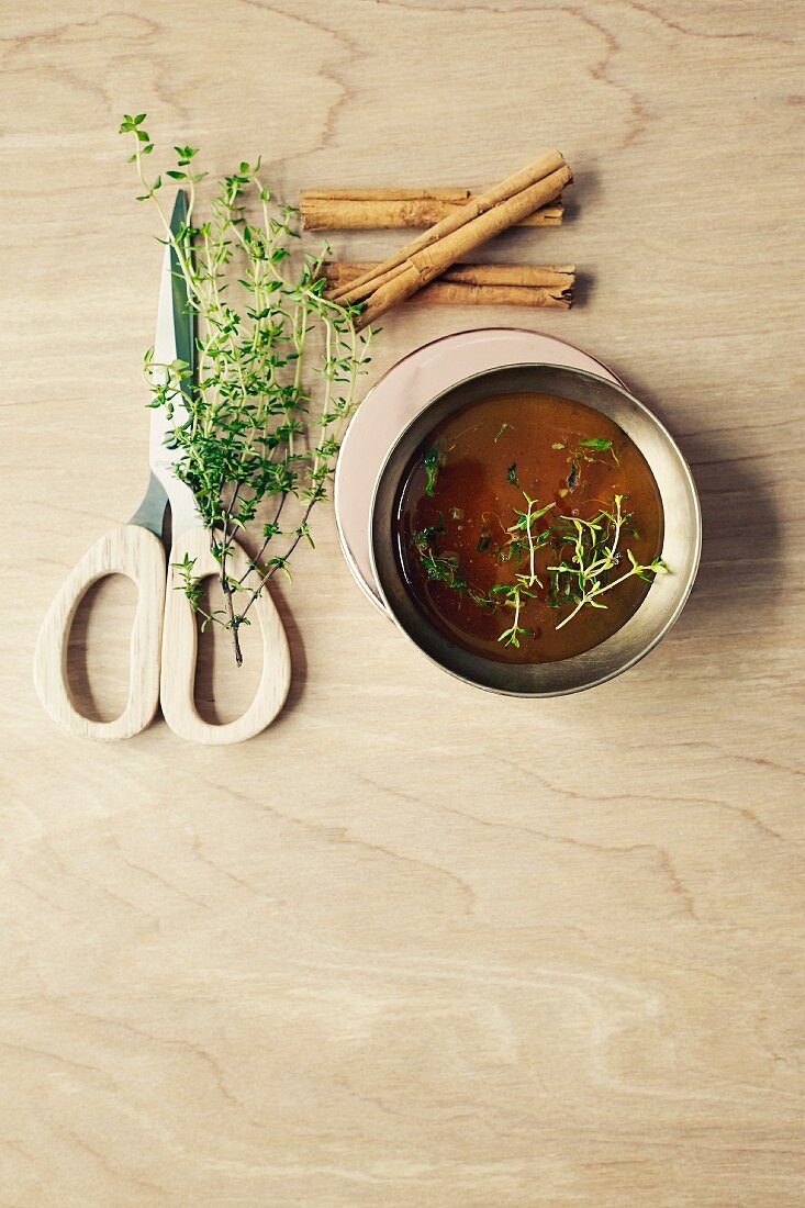 Honey with thyme and cinnamon