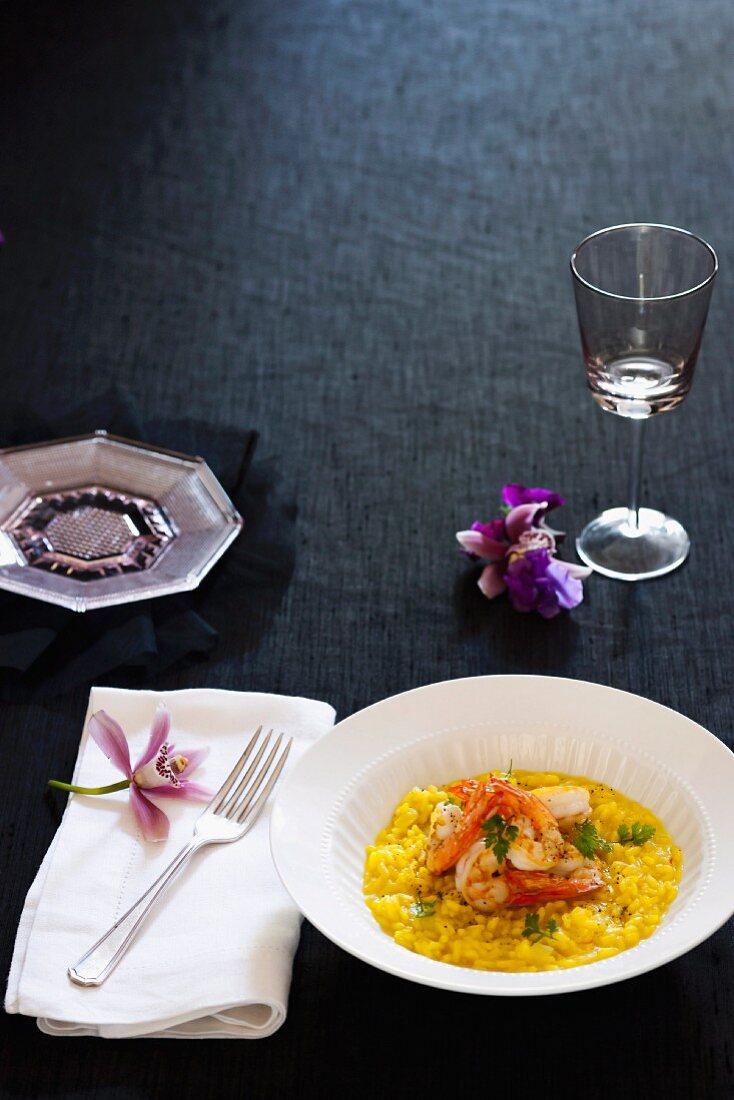 Saffron risotto with fennel, prawns and champagne